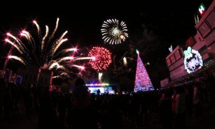 Omar Fayad enciende árbol de Navidad en Pachuca