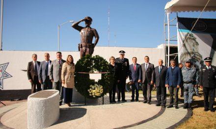 Policías con 15 años de servicio reciben homenaje