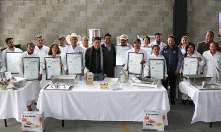 Entregan apoyos a empresarios apícolas