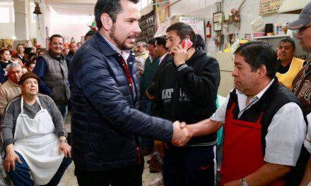 Israel Félix se reúne con comerciantes de Tulancingo