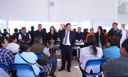 Entrega Raúl Camacho sellos a delegados