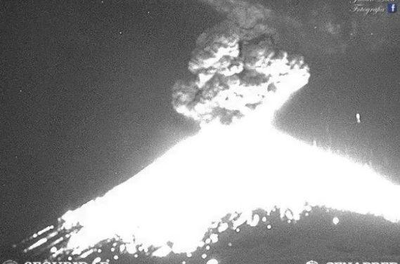 Popocatépetl emite explosión de 4 km de altura