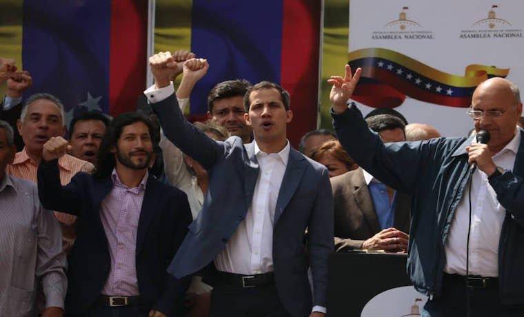 Juan Guaidó se autoproclama presidente encargado de Venezuela