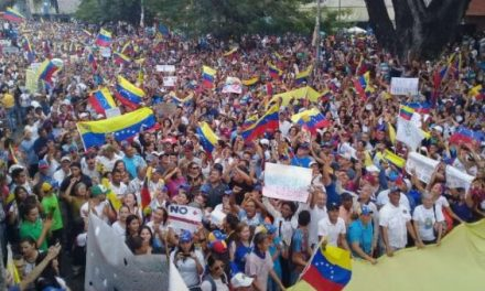 Miles de venezolanos se manifiestan contra Maduro