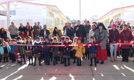 Alcalde de Tepeapulco inaugura techumbres en escuelas
