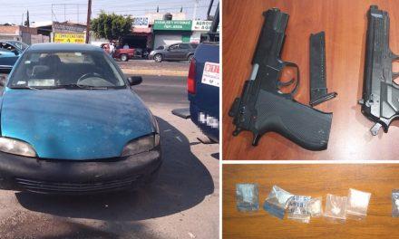 Detienen a 4 sujetos por posesión de armas y probable droga, en San Salvador