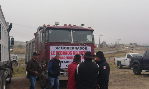 Camioneros cerraron la México-Tuxpan, piden reapertura de planta de asfalto