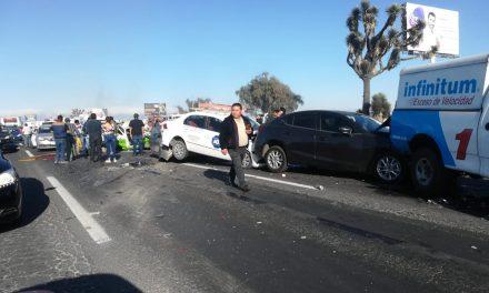 12 vehículos involucrados en carambola de Zapotlán