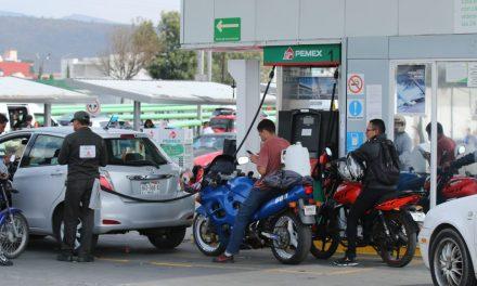 Pachuqueños esperan que el abasto de gasolina se regularice en menos de dos semanas