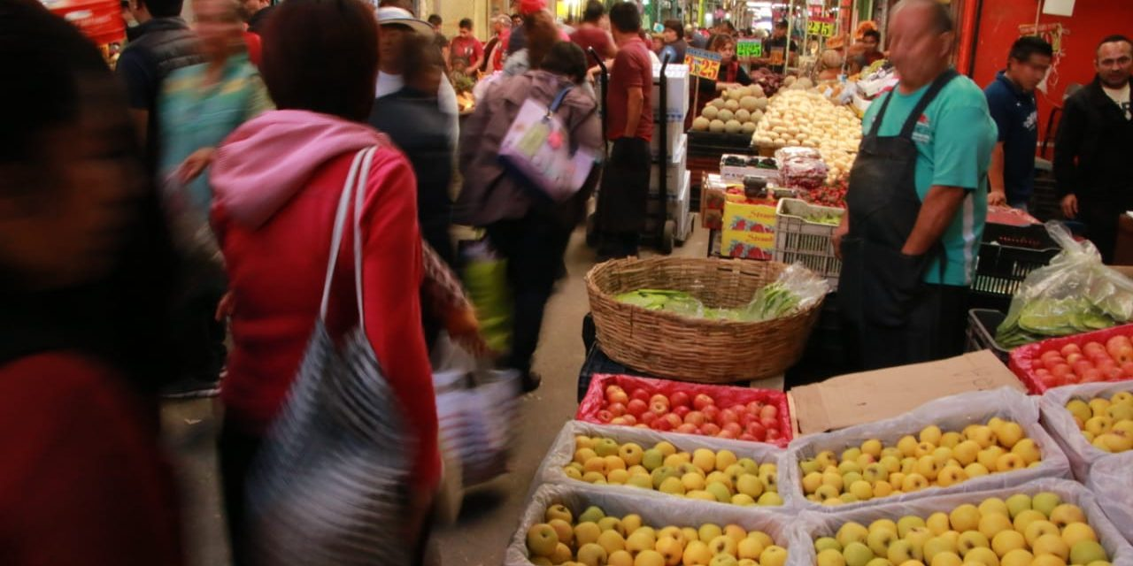 Amas de casa evitan comprar carne y frutas por encarecimiento de la canasta básica