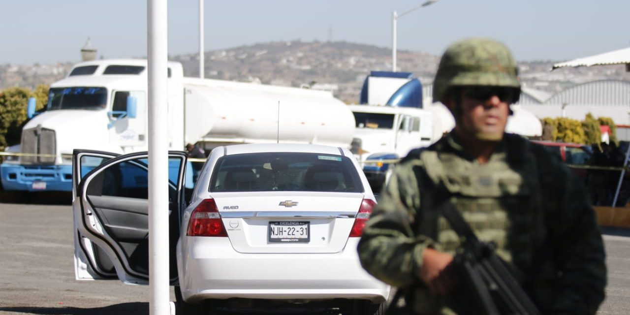 Aseguran 5 personas y 2 pipas de «huachicol» en gasolinera de Acayuca