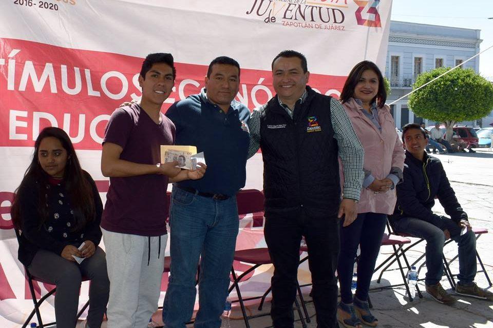Incrementan becas de transporte para estudiantes en Zapotlán de Juárez