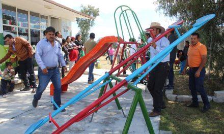 Alcalde de Zempoala entrega apoyos a la ciudadaní