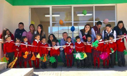 Alcalde de Tepeapulco inaugura aula en Jardín de Niños de CONAFE