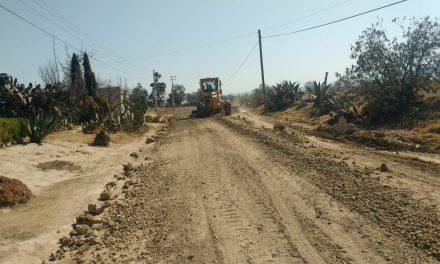 Rehabilitan caminos rurales en Tulancingo