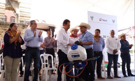 Omar Fayad entrega seguros pecuarios catastróficos y agrícolas