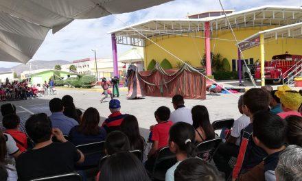 Realizan espectáculo «Caballeros y dragones» en El Rehilete