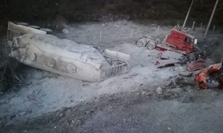 Accidente de tráiler en Huichapan deja un herido