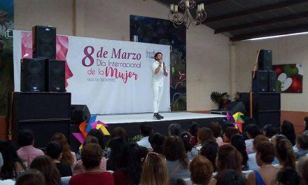 Celebran el Día de la Mujer con conferencia de Alejandro Maldonado