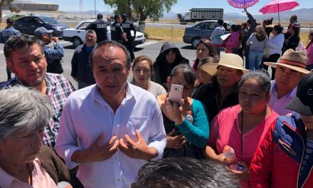 Padres de Familia del CAIC Acayuca y autoridades llegan a acuerdos