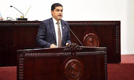 Presenta Julio Valera iniciativa para garantizar derechos de adultos mayores