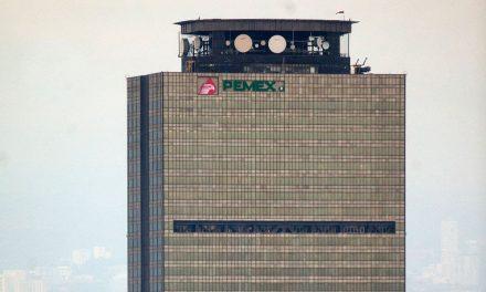 S&P revisa a la baja perspectiva de Pemex