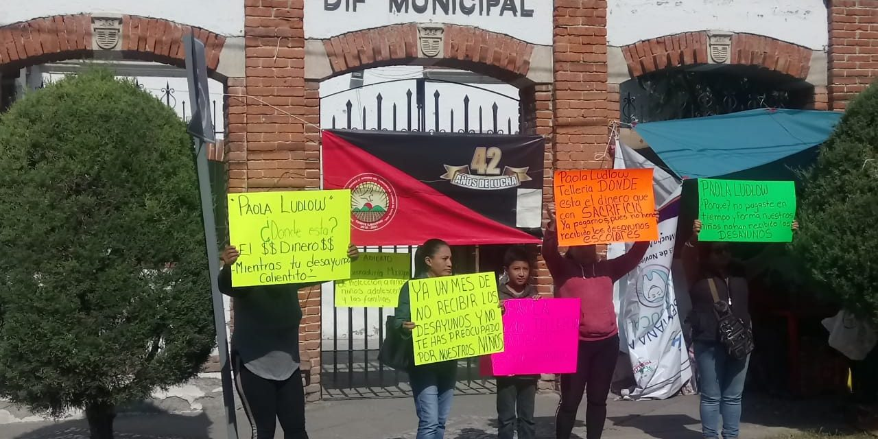 Madres de familia de primaria de San Cayetano se manifiestan contra Paola Ludlow