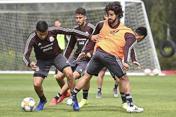 Debuta hoy «El Tata» Martino contra Chile