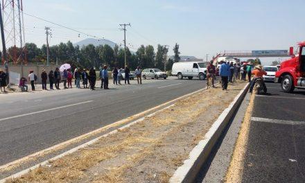 Choferes de empresas turísticas, se manifestaron en la caseta México-Pachuca
