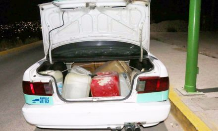 Aseguran a dos taxistas por probables delitos en materia de hidrocarburos
