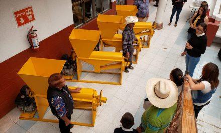 Gobierno estatal apoya a productores del campo de Santiago Tulantepec