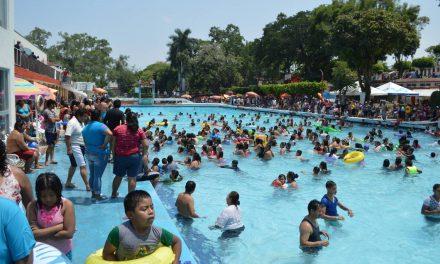 Poco saludable acudir a balnearios llenos, señalan ciudadanos