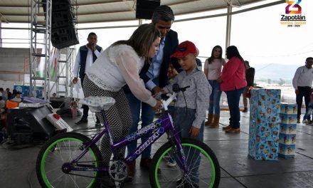 Con show de payasos celebran celebran a los niños de Zapotlán