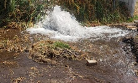 Fuga de agua provoca desabasto en 7 colonias de Tepeapulco,