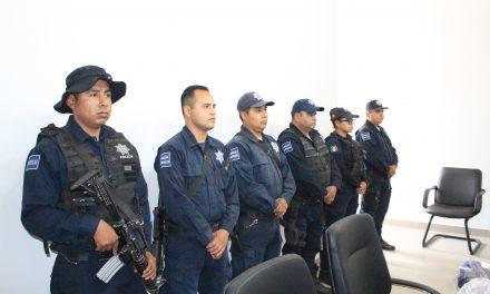 Equipan a policías de Villa de Tezontepec