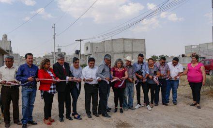 Entregan electrificaciones en Tizayuca