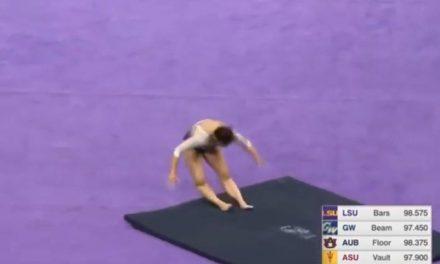 Gimnasta se rompe ambas piernas en competencia universitaria de Estados Unidos