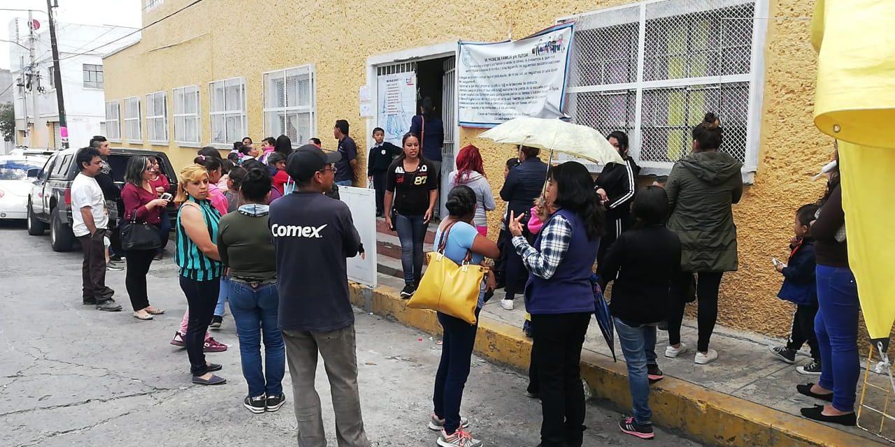 Exigen asignación de docente en primaria de Pachuca