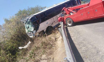 Accidente de autobús de manifestantes fue por exceso de velocidad