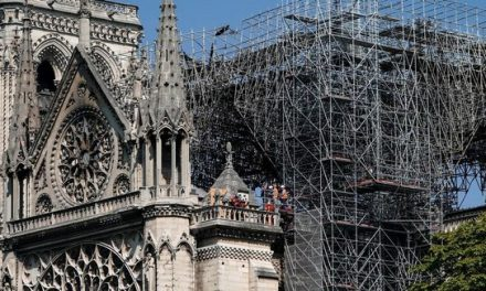 Rescatan obras de arte de Notre Dame