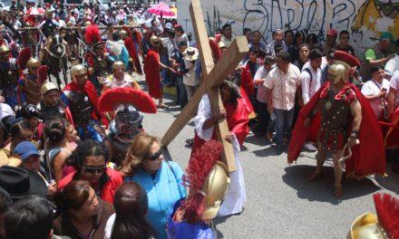 Aproximadamente 10 mil personas acudieron a viacrucis de El Arbolito