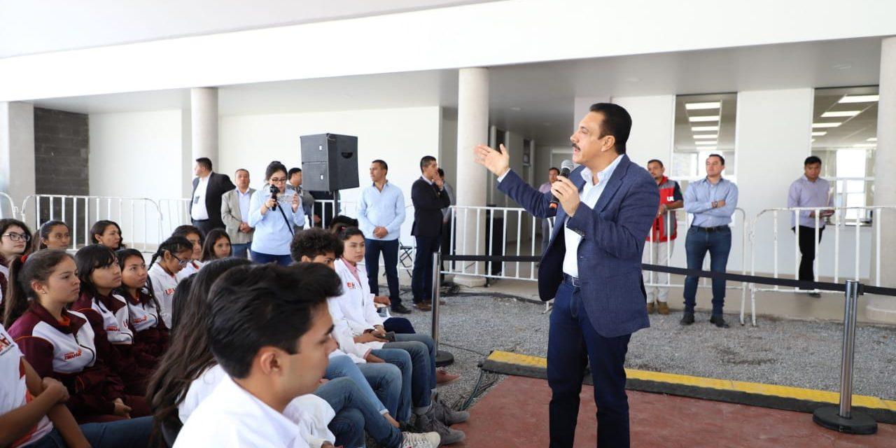 Gobernador Omar Fayad se solidariza con la comunidad de la UAEH