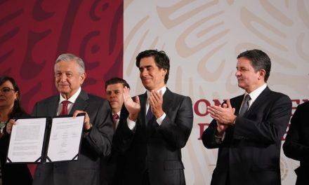 Firman convenio para renegociar deuda de Pemex