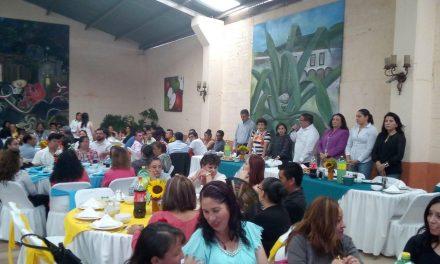 Festejan a Maestros de Villa de Tezontepec