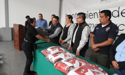 Alcalde de Tolcayuca entrega uniformes a Policías Municipales y personal de PC