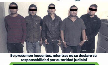 Aseguran a cinco individuos armados en carretera federal