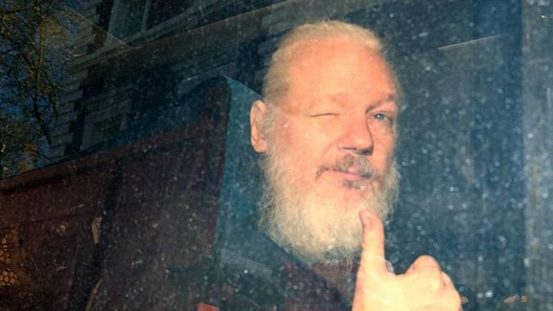 Condenan a Julian Assange a 50 semanas de cárcel