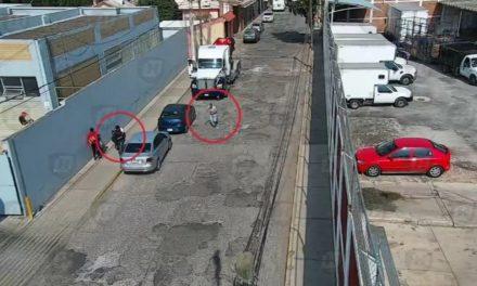 Detienen a dos personas por presunto robo de tractocamión