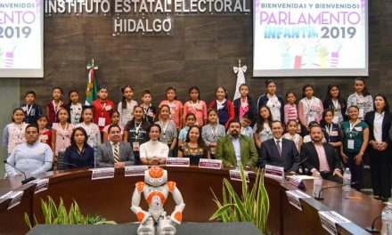 Rinde protesta Parlamento Infantil