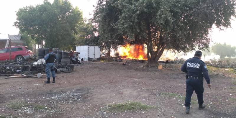 Atienden servicios de emergencia incendio en Mineral de la Reforma